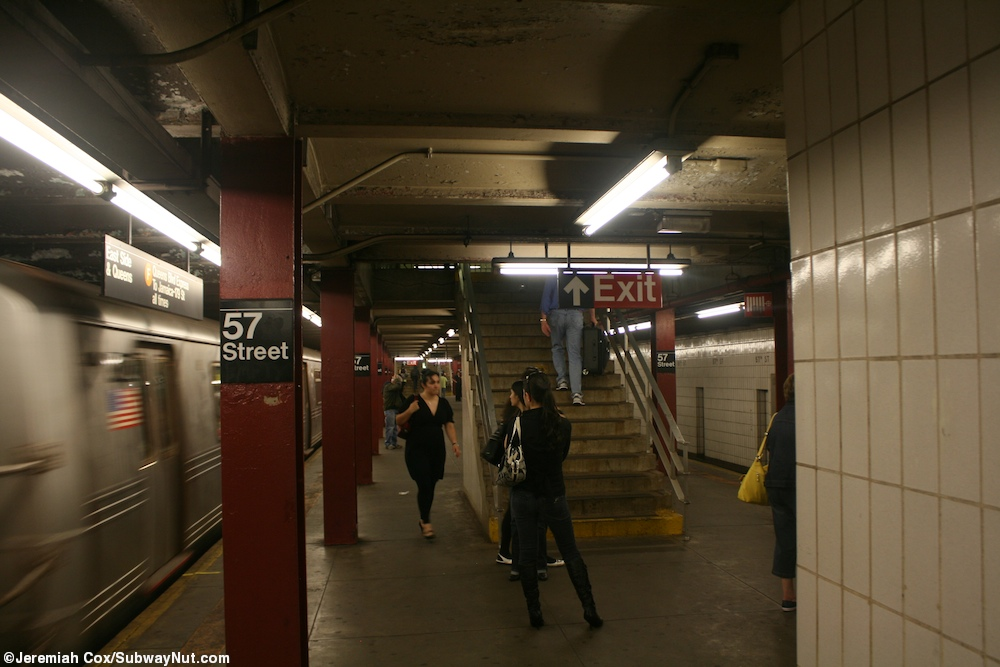 57f5 Looking Down The Platform At 57 Street As An F Train Leaves