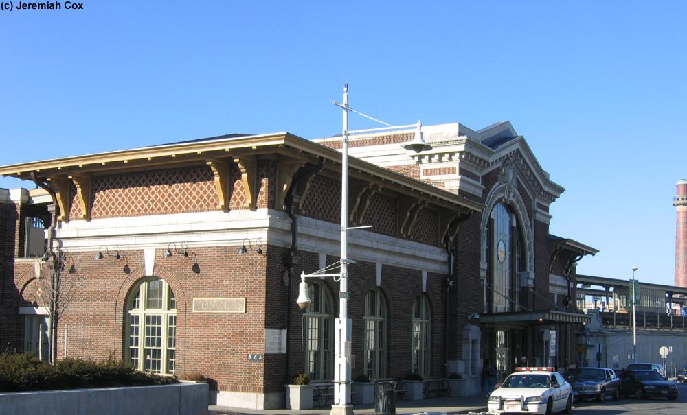 Yonkers Metro North Hudson Line Amtrak S Empire Service